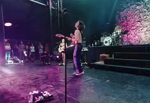 VR 180 Backstage Borns